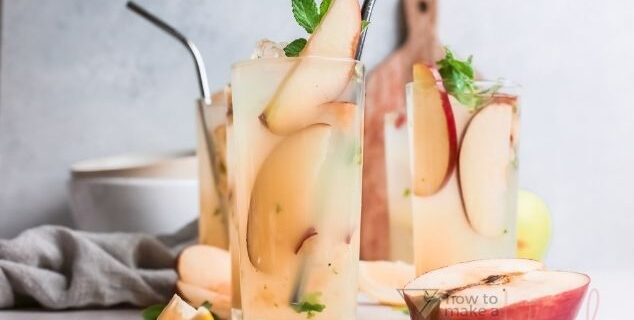 Apple Mojito cocktails
